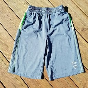 Boys Nike dri-fit size XL football shorts